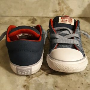 Converse boys size 7 slip on tennis shoes
